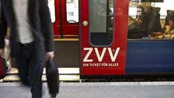 Neu können sich Passagiere vor dem Einsteigen mit ihrem Smartphone ein- und nach dem Aussteigen wieder auschecken. (Symbolbild)