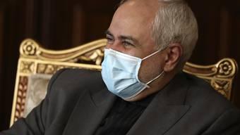 Mohammad Javad Zarif, Außenminister des Iran, nimmt an einem gemeinsamen Treffen mit dem Vorsitzenden der Internationalen Atomenergiebehörde IAEA Grossi teil. Foto: Vahid Salemi/AP/dpa
