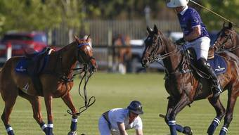 Prinz Harry (links) blieb beim Sturz unverletzt.