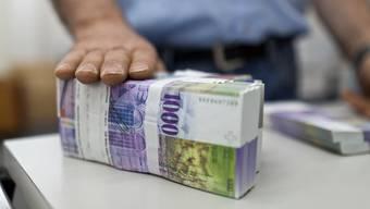 Schweizer horten 1000er-Noten immer mehr in Banktresoren.