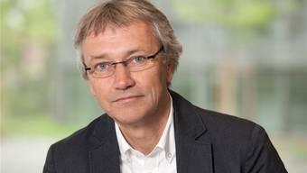 Hans Rudolf Stauffacher fühlt sich wohl in seiner Rolle als «CEO» eines Grossbetriebs, wie ihn eine Kantonsschule heute darstellt.