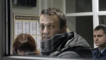 Nawalny und seinem Bruder Oleg wird vorgeworfen, bei einer Firma Geld hinterzogen und anschliessend über ein Geflecht von Firmen legalisiert zu haben.