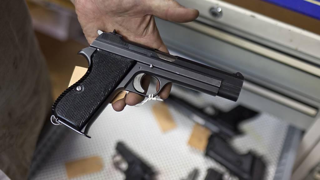 Polizei muss ehemaligem Barbesitzer Waffe zurückgeben