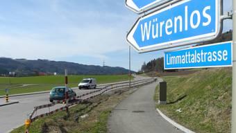 Seit über zwei Jahren stehen ausgangs Oetwil die Bauabschrankungen rum. Auf Oetwiler Gebiet fehlt nur noch ein Teilstück des Velowegs.