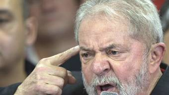 Ex-Präsident Lula da Silva sieht sich zu Unrecht verurteilt. Erst recht will er jetzt nochmals Präsident werden, wie er hier vor den Medien sagt.
