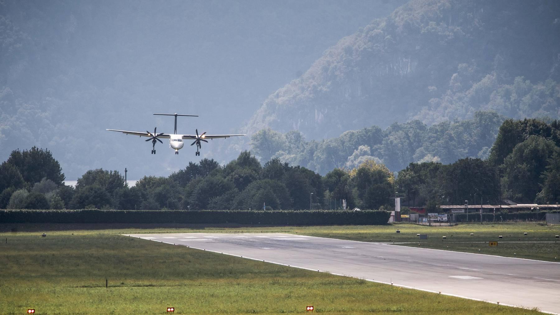 Landeanflug auf den Flughafen Lugano.