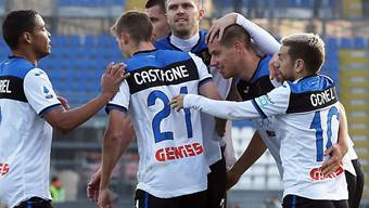 Atalantas Spieler freuen sich über den ersten Treffer von Mario Pasalic