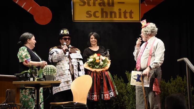 Die Organisatoren (Mitte) verabschieden das Duo Vreni und Roman, das zum letzten Mal dabei war.