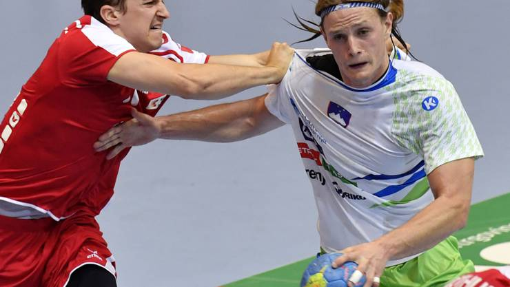 Die Handball-WM in Deutschland und Dänemark findet ohne die Schweiz (Roman Sidorowicz/links) und Slowenien (Jure Dolenec/rechts) statt