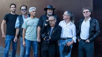 Bühne frei für die «elektrische Bluesband with a touch of Rock and Soul»: Cla Nett (mit Hut) und seine alte neue Lazy Poker Blues Band.