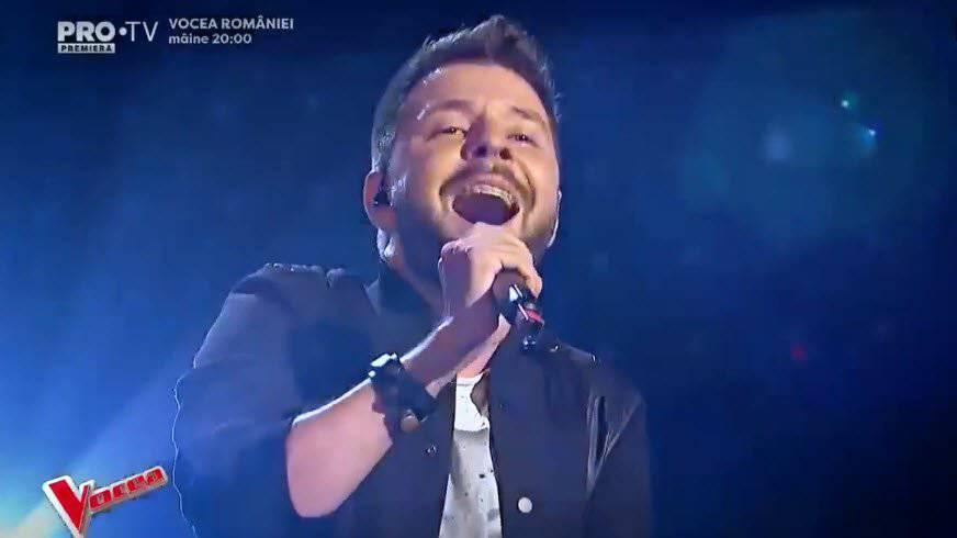 Sänger Bogdan Ioan geniesst seinen Auftritt - der erste Buzzer wurde schon nach vier Sekunden gedrückt.