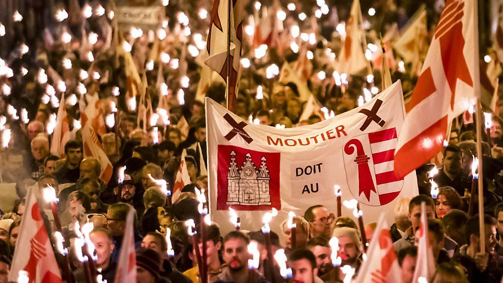 Hunderte gegen den Verbleib bei Bern: Kundgebung in Moutier vom Freitagabend.