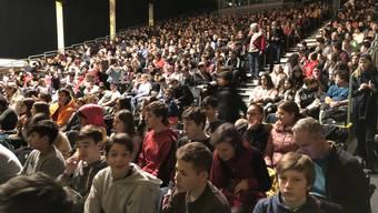 Grossaufgebot: 900 Jugendliche kamen für die Schülervorführung in die Reithalle.