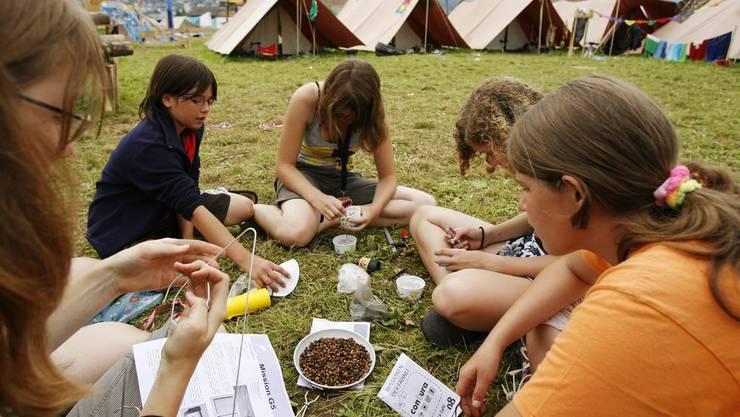 Mit dem Gutschein-System könnten Kinder auch ins Sommerlager fahren, wenn ihre Eltern sich die Kosten kaum leisten können. (Symbolbild)