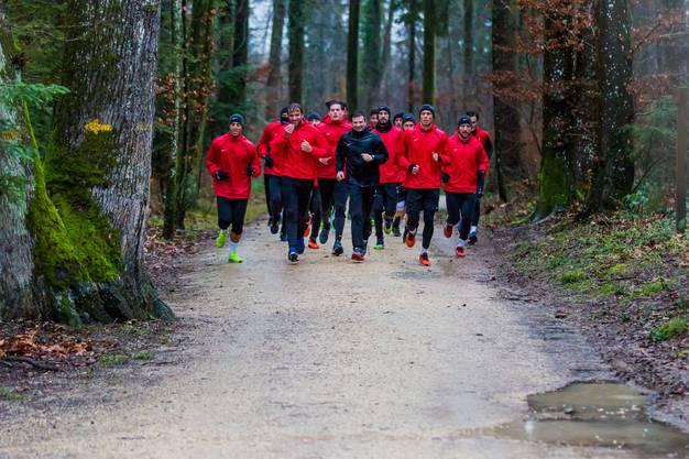 Die gesamte Gruppe verbrachte die erste Einheit des Jahres im Wald.
