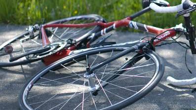 Der 61-jährige Rennvelo-Fahrer zog sich schwere Verletzungen zu. (Symbolbild)
