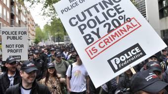In London demonstrieren Polizisten gegen Lohnkürzungen