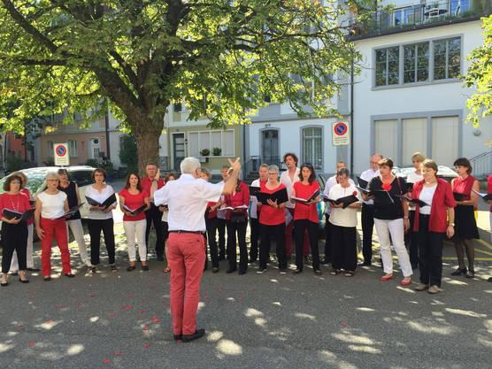 Die Premiere einer etwas anderen Stadtführung - zusammen mit Stadtpoet Simon Libsig - kam an.