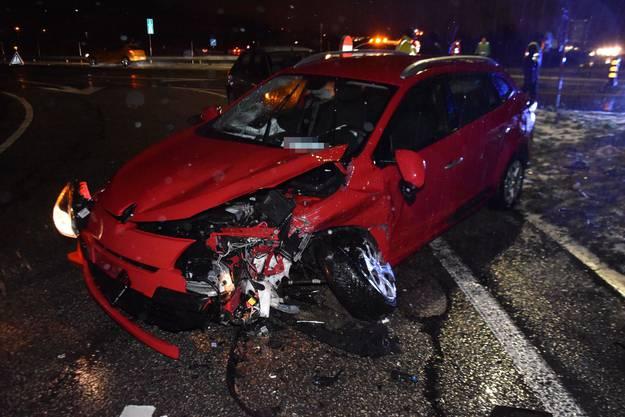 Egerkingen SO, 14.Januar: Ein Automobilist übersah beim Abbiegen ein Auto. Es kam zur seitlich-frontalen Kollision. Drei Personen wurden verletzt.