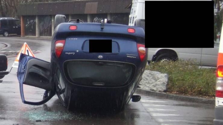 Das Auto eines 81jährigen Lenkers landete auf dem Dach infolge einer Kollision.