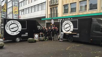 Die Burgerbrater und ihre Lastwagen in Basel unterwegs.