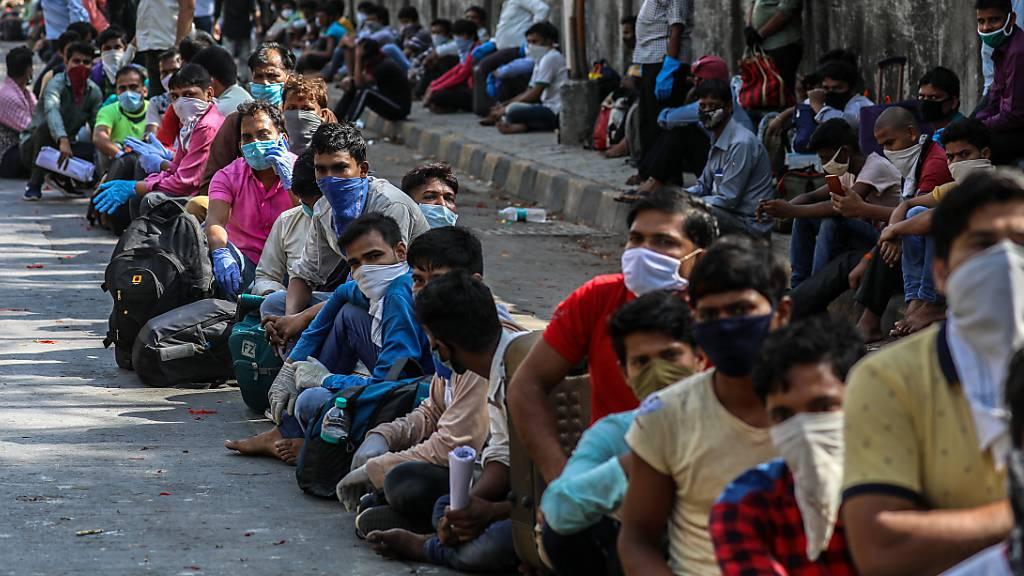 Indien nutzt Sonderzüge für Millionen gestrandete Wanderarbeiter