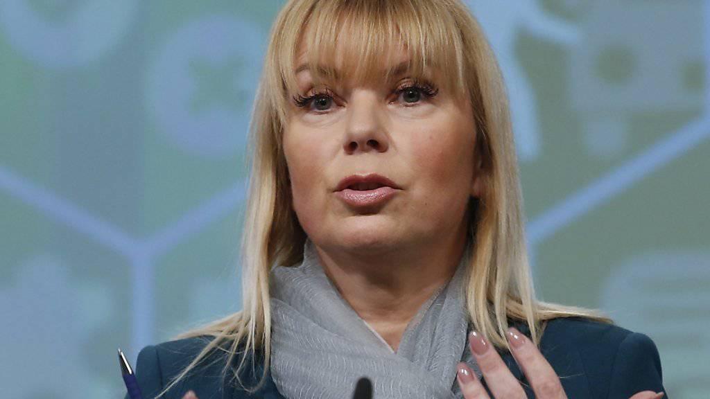 EU-Industriekommissarin Elzbieta Bienkowska fordert VW zu Entschädigung europäischer Kunden auf. (Archiv)