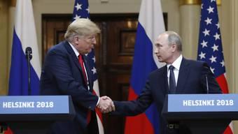 Trump schmeichelt Putin.
