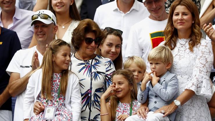 Die Federer-Söhne Leo und Lenny sorgen in Wimbledon für Lacher.