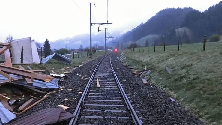 Verletzt wurde bei dem Unfall niemand. Die Höhe des Sachschadens ist unbekannt.
