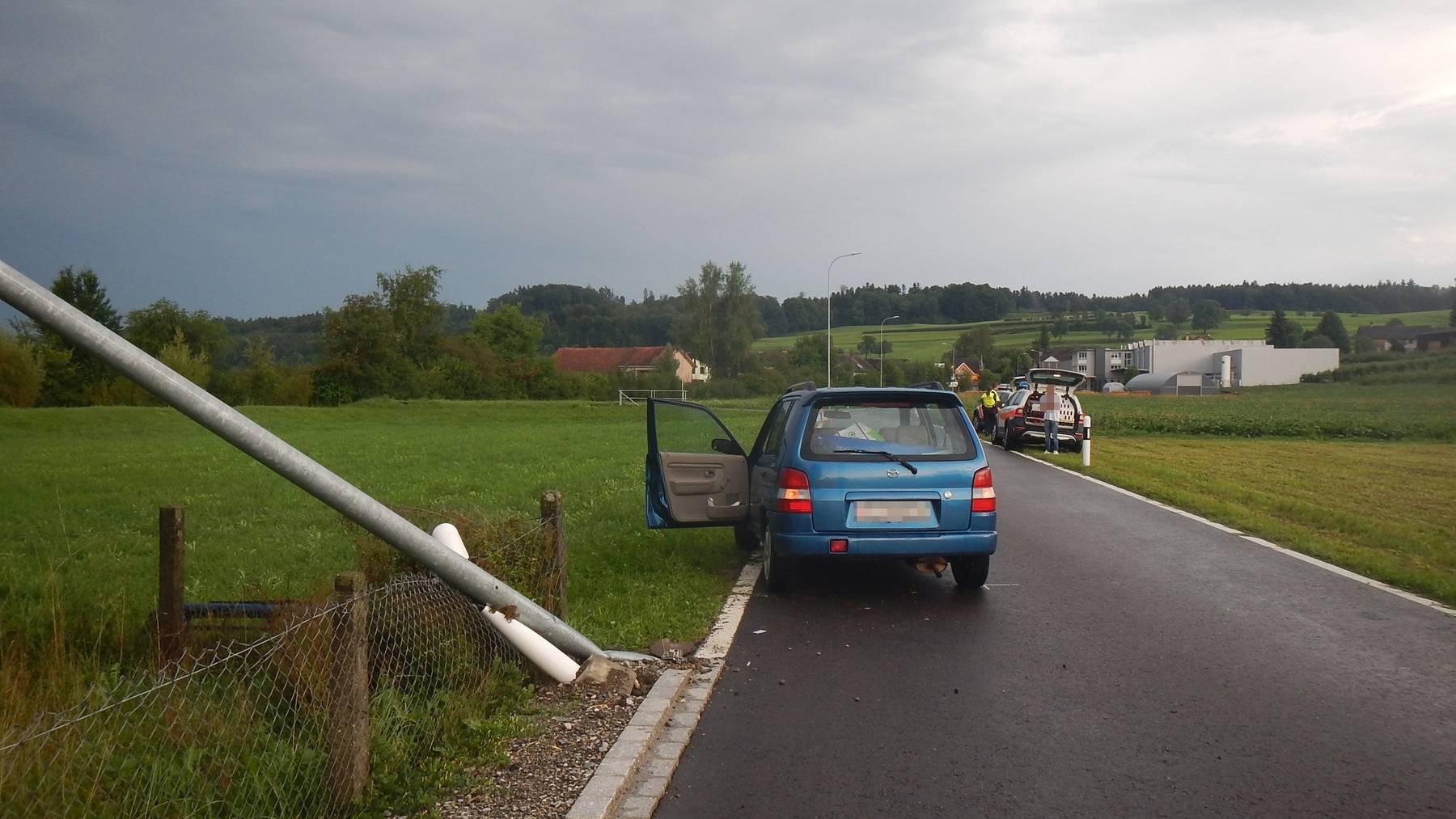 Ein Betrunkener ist in Buhwil mit einem Kandelaber kollidiert