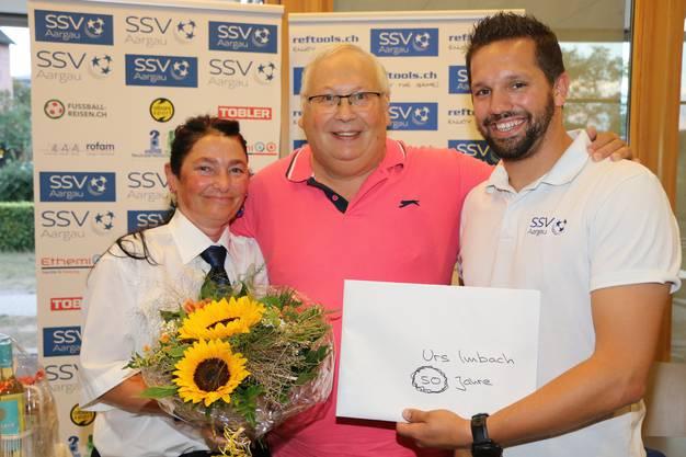 Urs Imbach wird zu 50 Jahre Schiedsrichter geehrt.