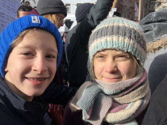 Erste Klima-Demo für den Davoser Gymnasiasten Julian (13) und schon ein Selfie mit Greta Thunberg.
