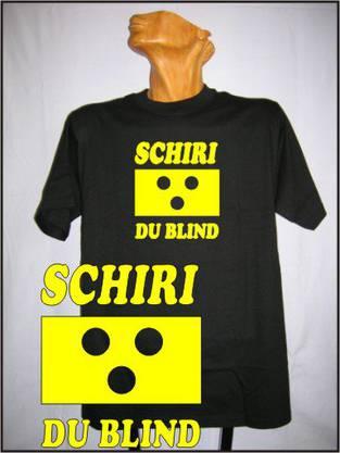 Mit Ausländerakzent versehen ist diese Idee für ein neues WM-Leibchen: «Schiri, du blind.»