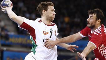 Gabor Csaszar (links, hier im Match gegen Kroatien) erzielte elf Tore - und schied mit Ungarn dennoch aus