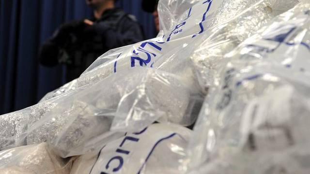 Die Polizei präsentiert die beschlagnahmten Drogen in Sydney