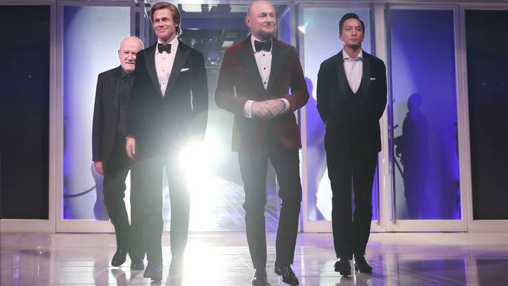 Hier mit den Celebrities Peter Lindbergh (Regisseur) und den Schauspielern Brad Pitt und Daniel Wu (von links).