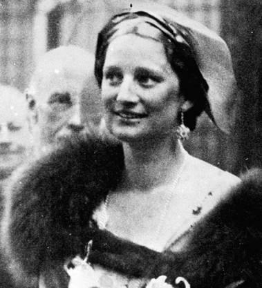 Königin Astrid von Belgien stürzte bei Küsnacht mit ihrem Wagen eine Uferböschung herunter.
