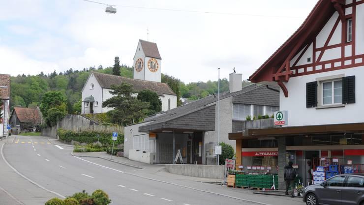 Die Postfiliale in der Fahrweid wird mit jener in Weiningen (Bild) bald schliessen.
