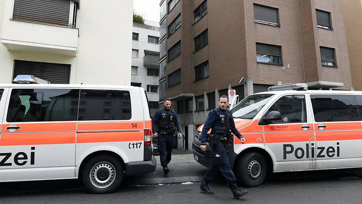 """Polizeeinsatz bei zwei als """"Gammelhäuser"""" bekannten Liegenschaften an der Neufrankengasse in Zürich. (Archivbild)"""