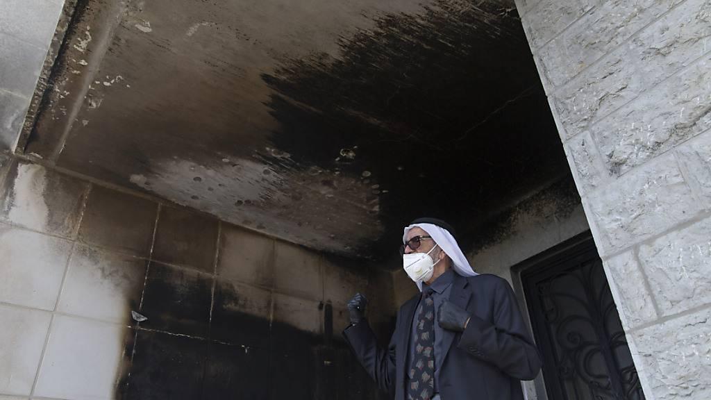Unbekannte legen Feuer in Moschee im Westjordanland