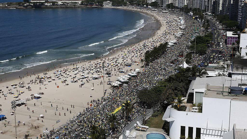 Die Copacabana in Rio de Janeiro: Der Freitag war der heisseste Oktobertag am berühmten Strand seit 100 Jahren. (Archivbild)