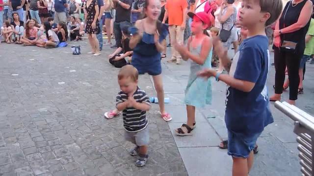 Musikalische Highlights und tanzende Kinder am Brugger Jugendfest-Auftakt
