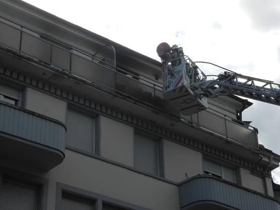 Die feuerwehr kam durchs Treppenhaus und über den Balkon