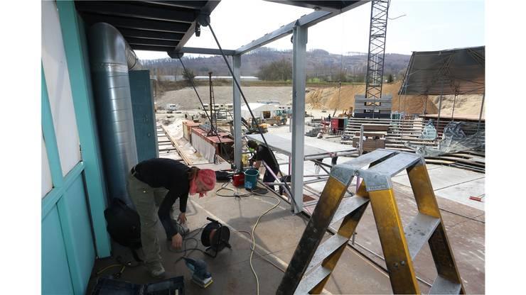 Rund 30 Personen sind täglich mit dem Aufbau der «Fabrikk» beschäftigt.