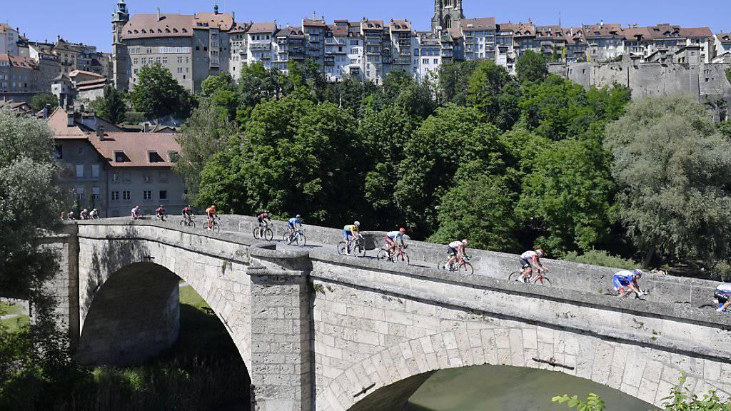 Während der 3. Etappe passierte das Feld der Tour de Suisse Freiburg