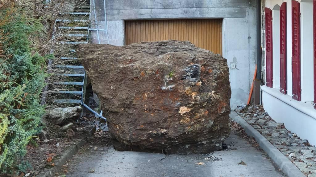 Felsbrocken verfehlen Wohnhaus nur knapp – Personen evakuiert