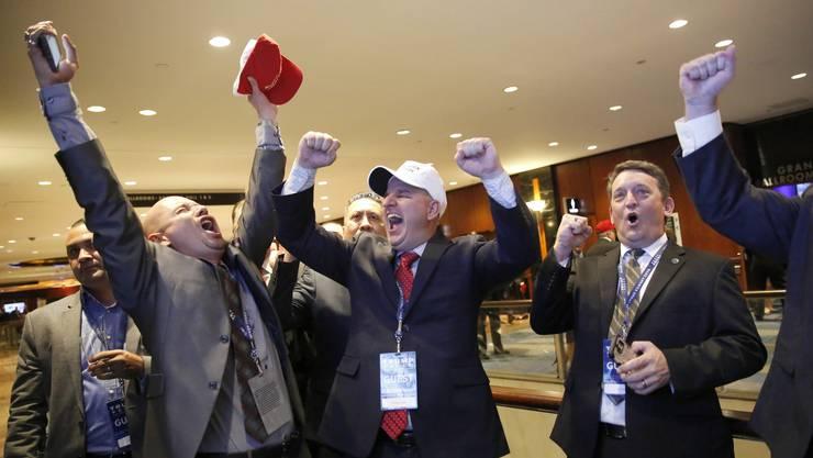 Trump gewinnt in Ohio - seine Anhänger in New York jubeln.