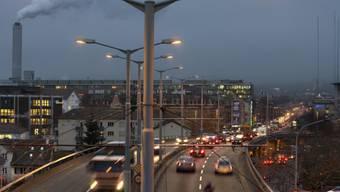 Strassenbeleuchtung auf der Zürcher Hardbrücke (Archiv)
