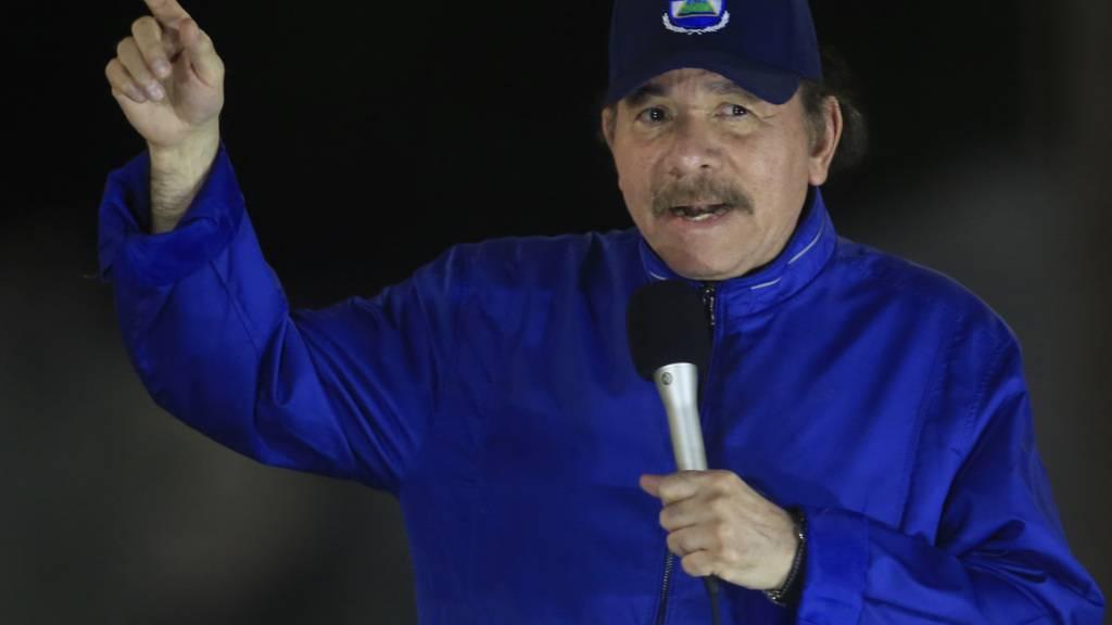 ARCHIV - Daniel Ortega, Präsident von Nicaragua, spricht bei der Einweihungsfeier einer Autobahnüberführung. Foto: Alfredo Zuniga/AP/dpa